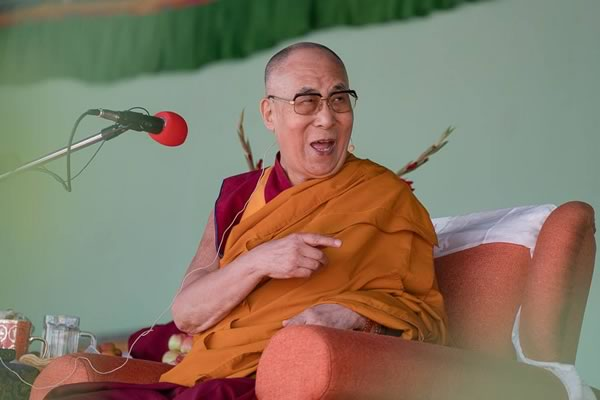 His Holiness the Dalai Lama addressing students.